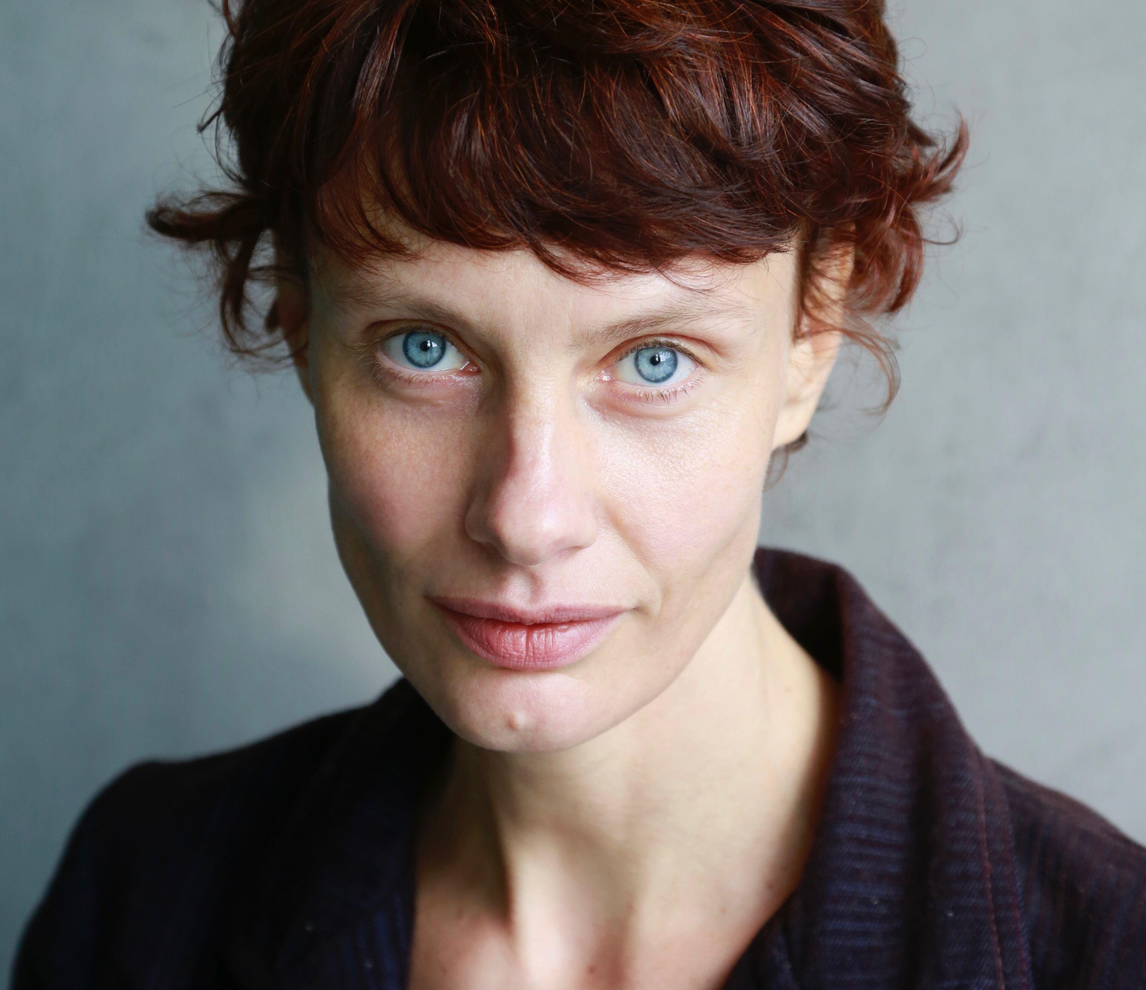 Nackt Dorothee Baer  Linda Teuteberg