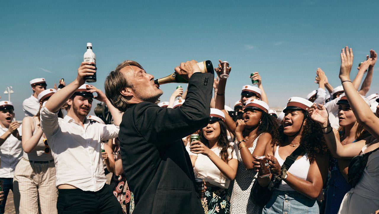 Image for »Der Rausch« mit Mads Mikkelsen: Ist Alkohol doch eine Lösung? - Filmkritik