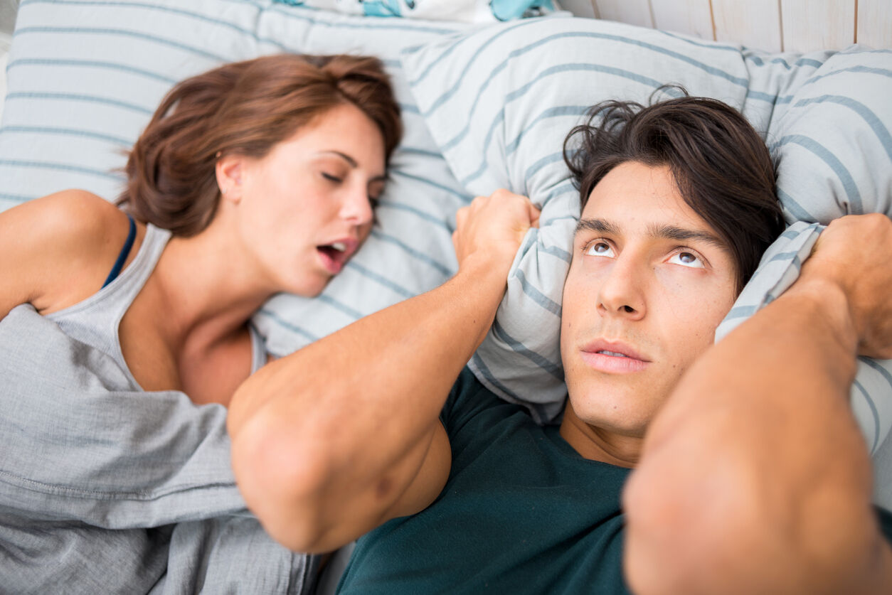 Wenn Schnarchen die Beziehung belastet - filmpool Casting